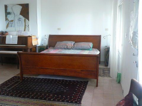 King Bed-Piano