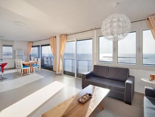 מודרניסטית דירות נופש דירת יוקרה בטיילת הרברט סמואל , תל אביב   Weekend WF-17