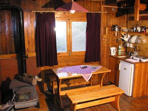 בעליית הגג בעליית הגג מיטה גדולה לזוג שני כאשר מגיעים שני זוגות שרוצים ביחד וטוב גם לילדים ויש נוף מהחלון