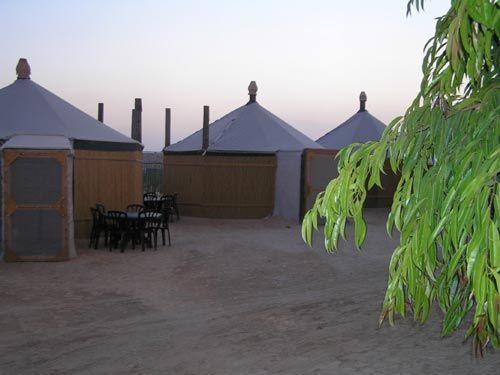 פאטה מורגנה, האוהלים מוגנים מפני הגשם